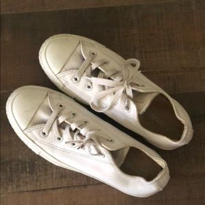 White leather converse Chuck Taylor's
